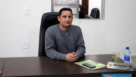 Vereador Juliano quer que municipalidade informe se há intenção de vender em leilão as sucatas armazenadas nos setores da Prefeitura. Foto: MANOEL MESSIAS/Mil Noticias