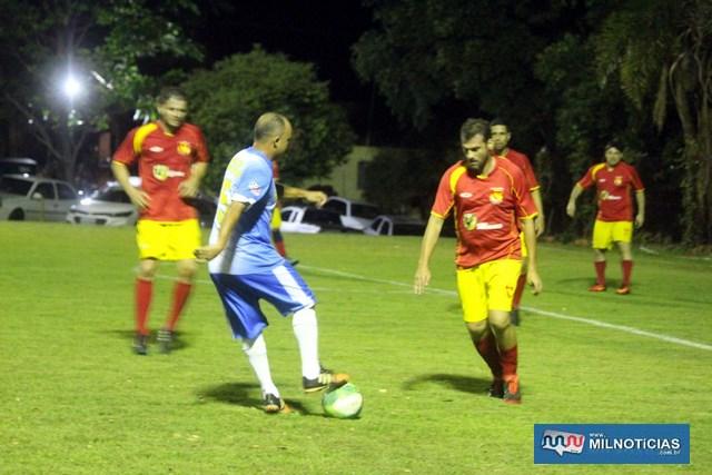 Santo Antônio (azul e branco), jogou com o regulamento embaixo do braço e está na final.