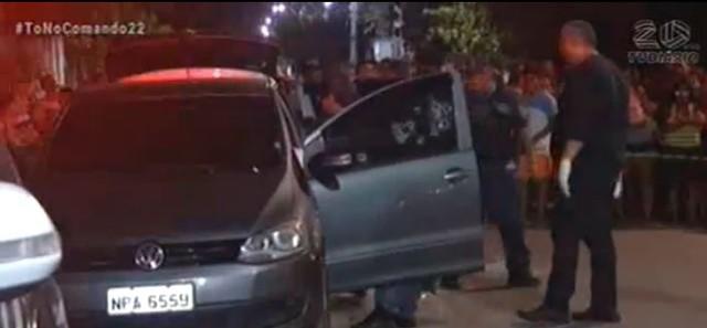 Casal foi alvo de diversos tiros contra o carro onde estava. — Foto: Reprodução/TV Diário.