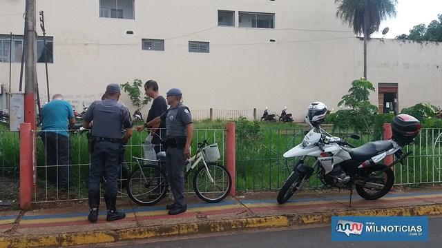 Faca utilizada no crime foi abandonada e localizada a 100 metros do local do crime. Foto: MANOEL MESSIAS/Agência