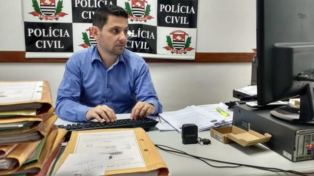 Delegado de Jarinu apreendeu objetos e pediu que a jovem ficasse apreendida — Foto: Carlos Dias/G1