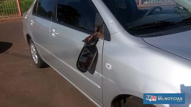 Corolla sofreu quebra do retrovisor e amassamento do paralama, lado direito. Foto: MANOEL MESSIAS/Agência