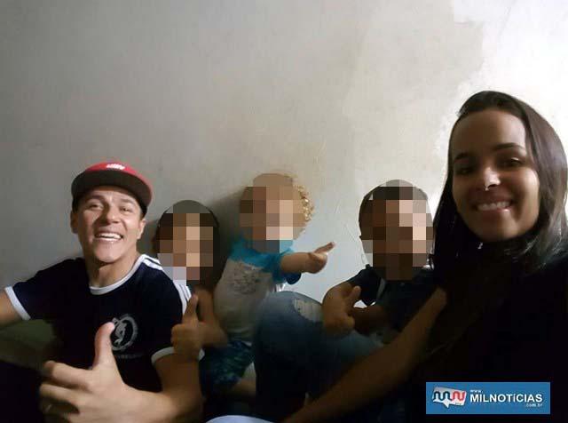 O jogador de futsal Max, os três filhos do casal e a esposa morta, Daniela. Foto: Facebook