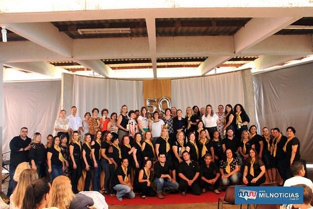 """De """"XI de Julho"""" com a tradicional fanfarra escola passou a ter o nome de importante diretora. Fotos: Secom/Prefeitura"""