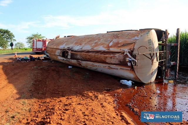 Tanque carregado com 10 mil litros de óleo vegetal também ficou destruído. Foto: MANOEL MESSIAS/Mil Noticias