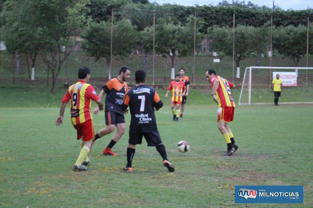 Depois do empate, equipe da Safira Sport (preto), venceu nas penalidades por 4 a 3. Foto: MANOEL MESSIAS/Mil Noticias