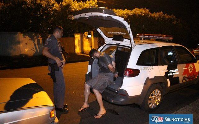 O motorista do Gol, Anderson Rodrigues Luzia, de 31 anos, foi autuado e preso acusado de tráfico de entorpecentes. Foto: MANOEL MESSIAS/Agência