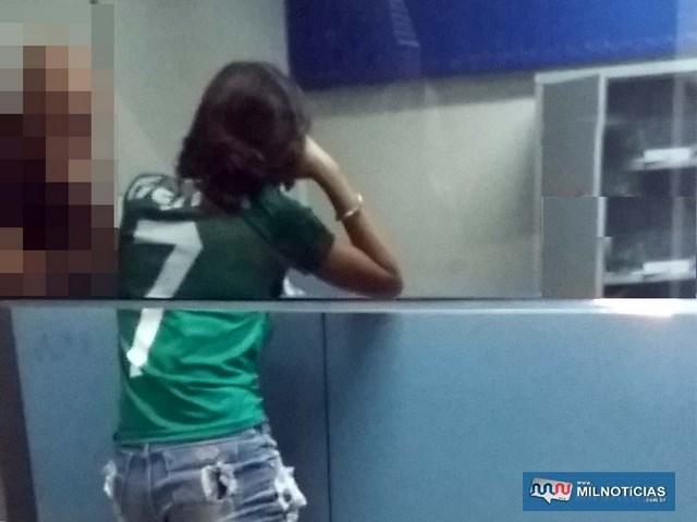Larissa Pires Gonçalves, de 19 anos, foi indiciada por porte de entorpecentes e liberada. Foto: MANOEL MESSIAS/Agência