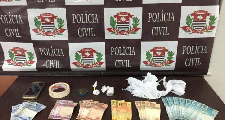 Polícia apreendeu drogas, dinheiro e munições também foram apreendidas. — Foto: Polícia Civil/Divulgação
