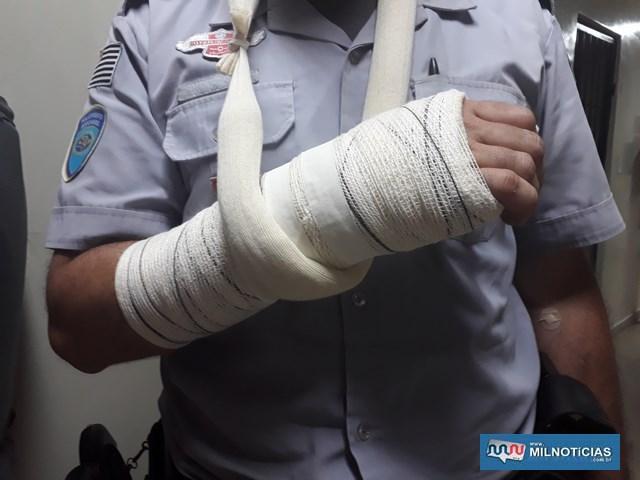 Policial rodoviário sofreu luxação no braço direito quando bandido tentou tirar sua arma. Foto: MANOEL MESSIAS/Mil Noticias
