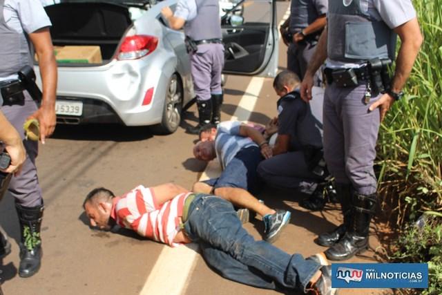 Carro era financiado em nome de Fábio (listrado de vermelho e branco). foto: MANOEL MESSIAS/Mil Noticias