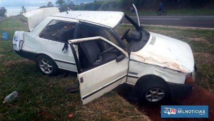 Veículo Fiat Prêmio ficou bastante destruído ao se envolver em capotamento. Foto: MANOEL MESSIA/Agência