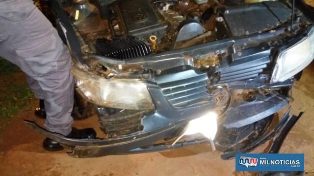VW Gol ocupado pelos aposentados ficou com a frente completamente destruída. Foto: DIVULGAÇÃO