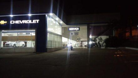 Concessionária de veículos fica na Avenida Miguel Sutil, em Cuiabá — Foto: Brígida Mota/TVCA.