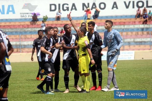 Ponte Preta tem jogador expulso por reclamação. Foto: MANOEL MESSIAS/Mil Noticias