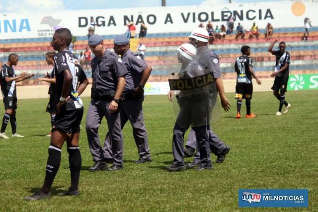 Policiamento garantiu andamento da partida após expulsão. Foto: MANOEL MESSIAS/Mil Noticias