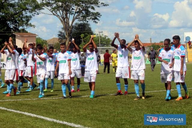 Jogadores do Andradina saúdam a torcida ao final da partida. Foto: MANOEL MESSIAS/Mil Noticias
