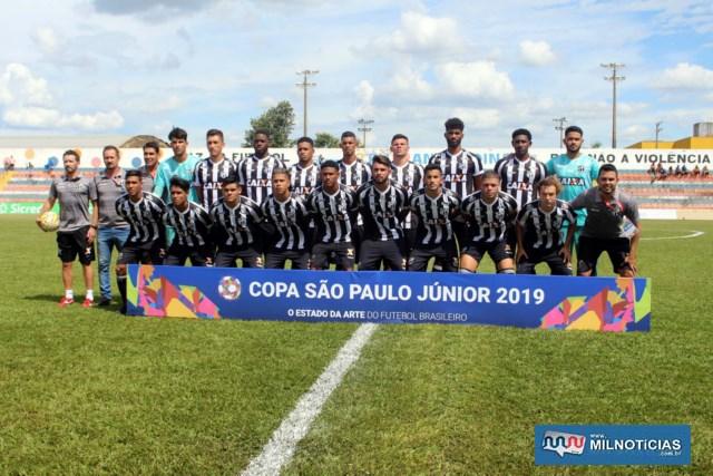 Partida entre Ceará (listrado) 2 x 1 Ceilândia/DF. Foto: MANOEL MESSIAS/Mil Noticias