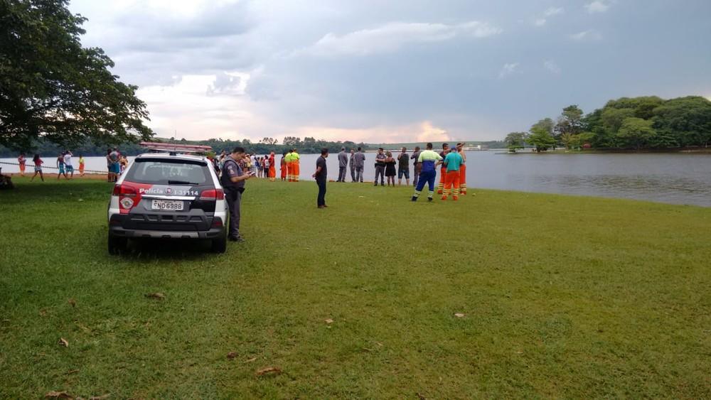 Corpo de Bombeiros encontra corpo de vítima de afogamento em Salto Grande — Foto: Renata Tiburcio/Divulgação.