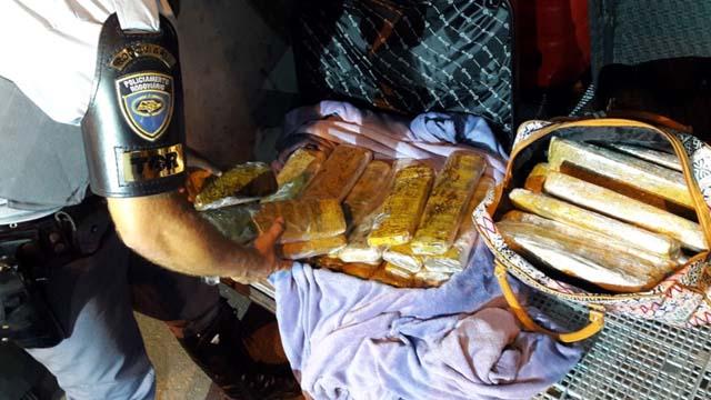 Casal contou que pegou a droga no MS e a transportaria até São Paulo para quitar uma dívida — Foto: Polícia Rodoviária/Cedida