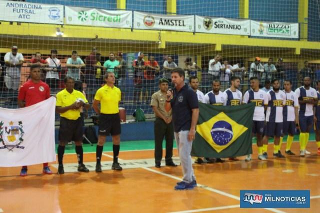 Vice prefeito Pedrinho Bentivóglio fala na abertura oficial do Futsal de Férias 2019. Foto: MANOEL MESSIAS/Agência