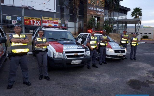 Bloqueios de fiscalização e orientação foram realizados em alguns pontos da cidade de Andradina. Fotos: DIVULGAÇÃO