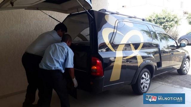 Agentes funerários retiram o corpo do preso para ser encaminhado ao IML – Instituto Médico Legal. Foto: MANOEL MESSIAS/Agência