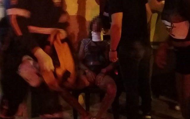 Transexual foi golpeada na altura do pescoço com a arma branca. Foto: Radio Cacula