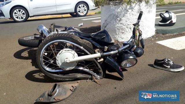 Motocicleta sofreu grande destruição em sua parte da frente. Foto: MANOEL MESSIAS/Agência