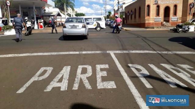 Mulher avançou a sinalização de trânsito porque, segundo ela, um ônibus atrapalhou sua visão. Foto: MANOEL MESSIAS/Agência