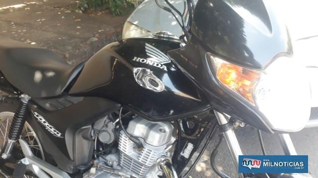 Motocicleta sofreu quebra do retrovisor direito, entortamento da bengala, estribo, ambos lado direito e amassamento do tanque de gasolina. Foto: MANOEL MESSIAS/Agência