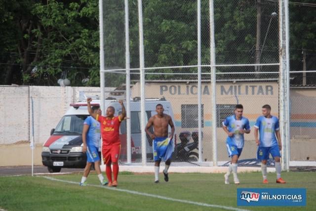 Jefferson (sem camisa), marcou duas vezes e ajudou a conquistar o título do Santo Antônio.  Foto: MANOEL MESSIAS/Mil Noticias