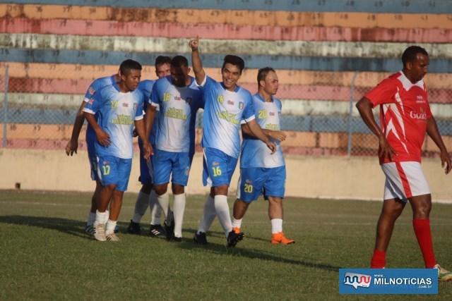 Renato Kanaoka (mão erguida), fez o quarto gol da vitória de seu time, o Santo Antônio. Foto: MANOEL MESSIAS/Mil Noticias