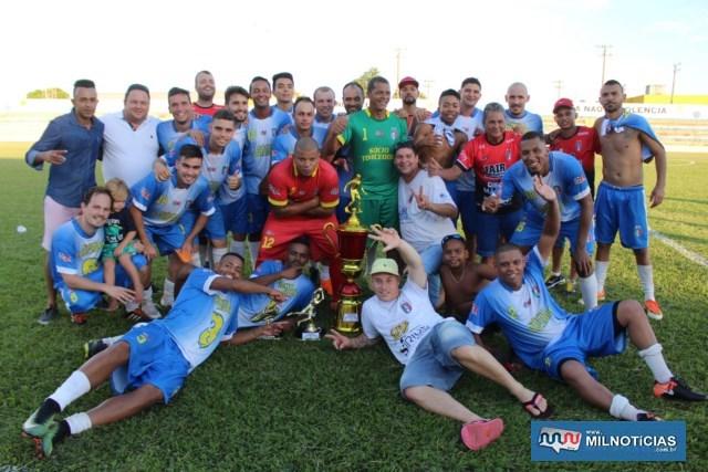 Explosão de alegria dos jogadores do Santo Antônio após a entrega dos troféus. Foto: MANOEL MESSIAS/Mil Noticias
