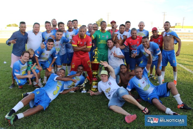 Explosão de alegria dos campeões depois da entrega dos troféus. Foto: MANOEL MESSIAS/Mil Noticias