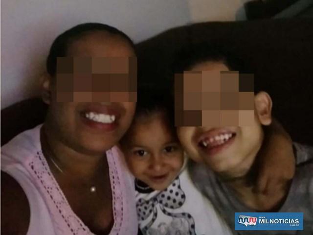 A pequena Maria Fernanda abraçada a familiares. Foto: DIVULGAÇÃO
