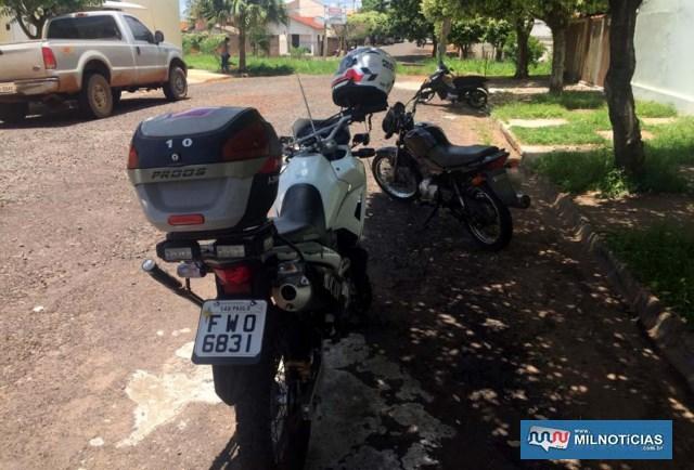 Motocicleta foi localizada com o menor, que a abandonou pela rua São Francisco, próximo da linha férrea. Foto: DIVULGAÇÃO