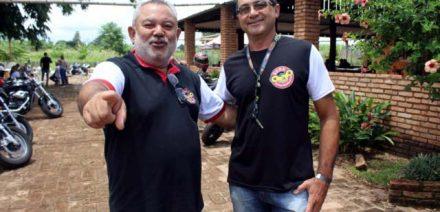 Marcão Motos (dir.) e o amigo Hamilton Mendes, no início do evento. Foto: MANOEL MESSIAS/Mil Noticias