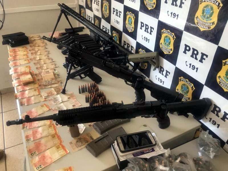 Armas apreendidas pela PRF na BR - 262, no município de Àgua Clara/MS - Foto: Divulgação
