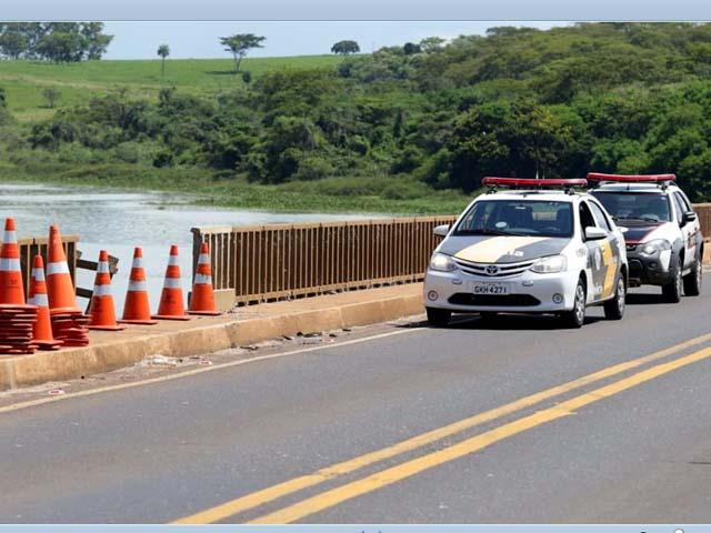 Policiamento rodoviário e perícia técnica foram ao local do acidente. Foto: J. Serafim Show