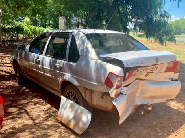 O outro carro envolvido no acidente reduziu a velocidade devido um trator transportando uma colheitadeira. Outro veículo  em alta velocidade bateu na traseira. Um rodou e o outro, o Fiesta despencou no rio. Foto: J. Serafim Show