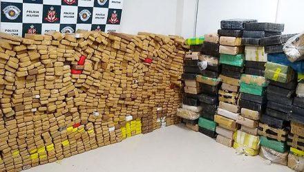A Polícia Civil de Araçatuba contabilizou 2.660 quilos de maconha contidos em caminhão apreendido pela Força Tática da PM. Foto: 018news.com.br