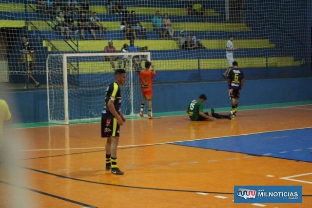 Equipe do Porto João Som (preto) passeou diante do frágil Juventude  (laranja). Fotos: MANOEL MESSIAS/Mil Noticias