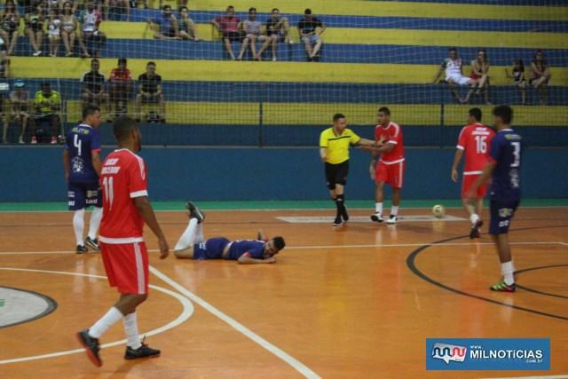 Santo Antônio (vermelho), aproveitou os vacilos do adversário e venceu. Fotos: MANOEL MESSIAS/Agência