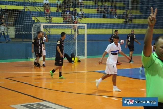 Apesar do susto inicial, Grub (branco), virou e goleou o bom time do Madri (azul). Fotos: MANOEL MESSIAS/Agência