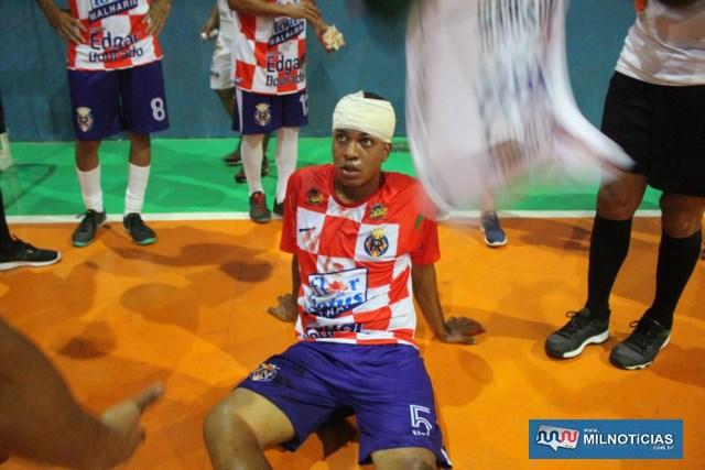 Jogador do Vila Real bateu forte a cabeça na quadra, ficou 'grogue' e ainda sofreu um corte profundo no couro cabeludo. Foto: MANOEL MESSIAS/Mil Noticias