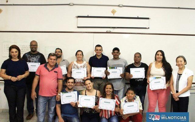 Alunos recebem certificado após qualificação. Foto: Secom/Prefeitura