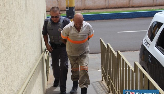 Acusado foi encaminhado inicialmente ao 2º DP e depois para a DDM onde a ocorrência foi registrada. Foto: MANOEL MESSIAS/Agência