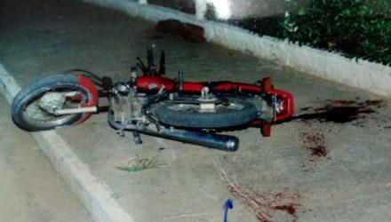 A moto ocupada pelas vítimas no dia do crime, em outubro de 2001. Fotos: RP10