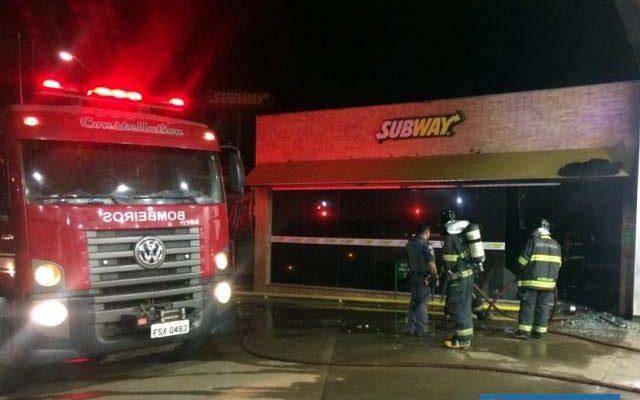 Trabalho evitou que fogo se espalhasse para outra loja ao lado. Foto: DIVULGAÇÃO